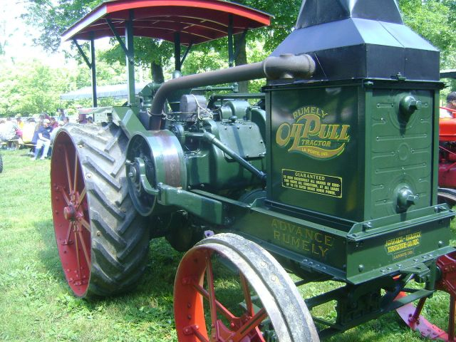 1200px-Advance_Rumely_Oil_Pull